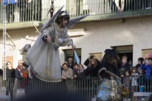 Santiago quitando el velo a la Virgen
